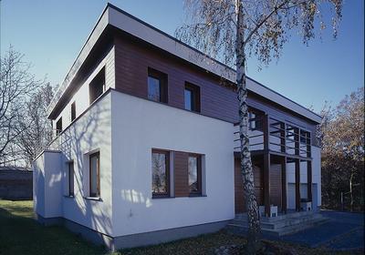 Balustrada balkonowa - jak wykończyć balkon? Jaki materiał wykorzystać do budowy balustrady?