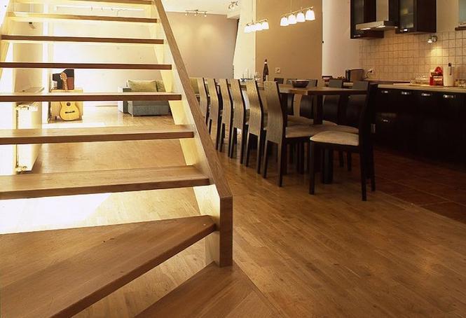 Konstrukcja schodów drewnianych: schody wspornikowe i schody modułowe