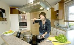 Kuchenne AGD, dzięki któremu zaoszczędzisz na rachunkach: zmywarka, okap, kuchenka, lodówka, czajnik, piekarnik...