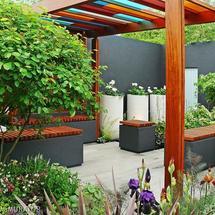 Pergole ogrodowe: kolorowo nad głową