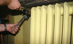 Kiedy musisz wymienić grzejniki w domu? Czy trzeba wtedy wymieniać całą instalację grzewczą?
