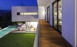 Nowoczesne drzwi przesuwne… Bo duże przeszklenia to atrybut współczesnej architektury