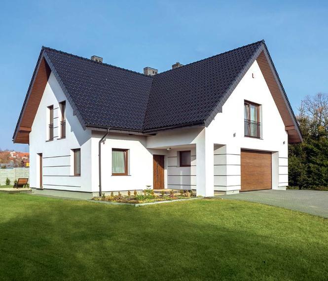 Dom na lekkim wzniesieniu
