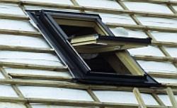Montaż okien połaciowych do konstrukcji dachu