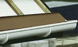 Rynny dachowe: od czego zależy trwałość rynien?