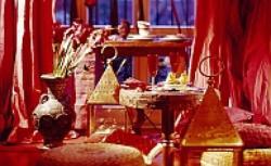 Pokój dzienny w stylu orientalnym. Aranżacja wnętrza dla lubiących egzotykę