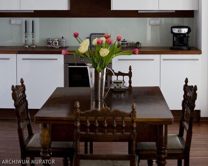Meble kuchenne. Co wybrać do kuchni otwartej: stół czy barek