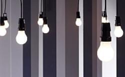 Lampy i dodatki w kolorach czarnym i białym. Przegląd produktów