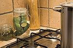 Kuchnia murowana z półkami gipsowo-kartonowymi